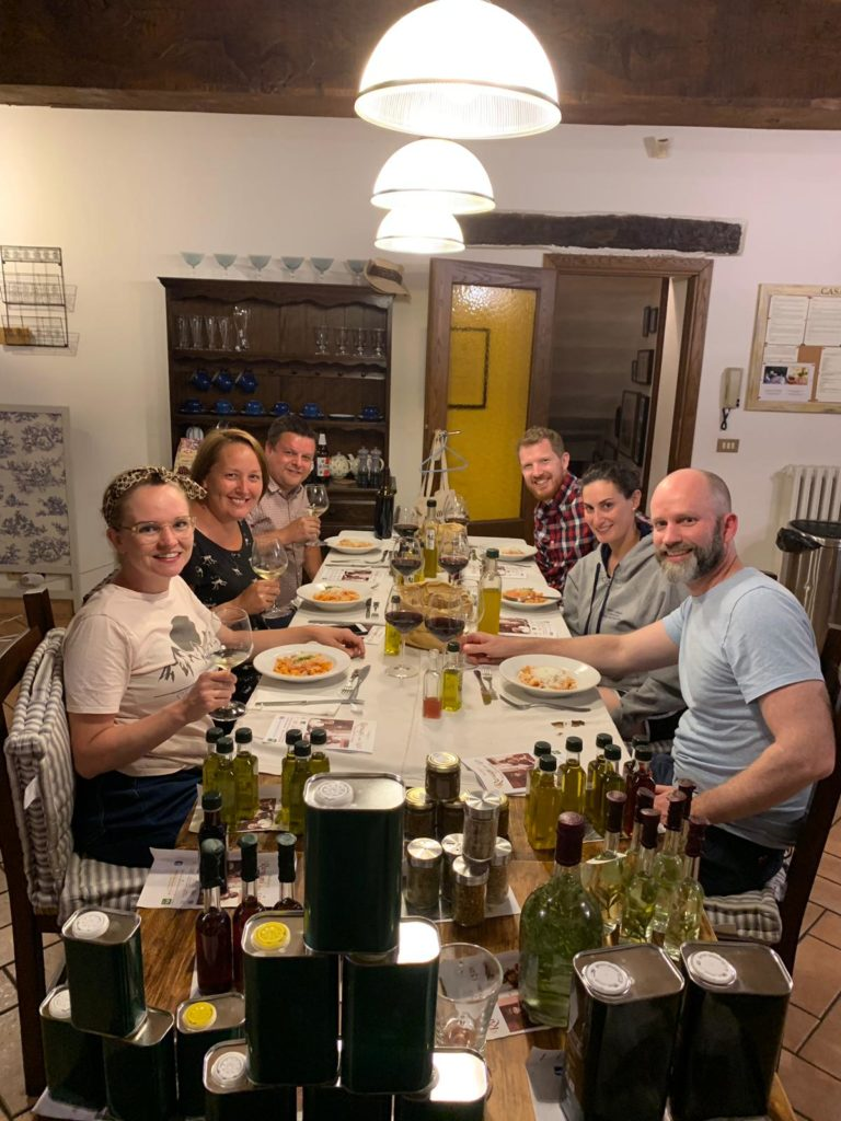 Tuscany: ravagni: everyone around the table 2