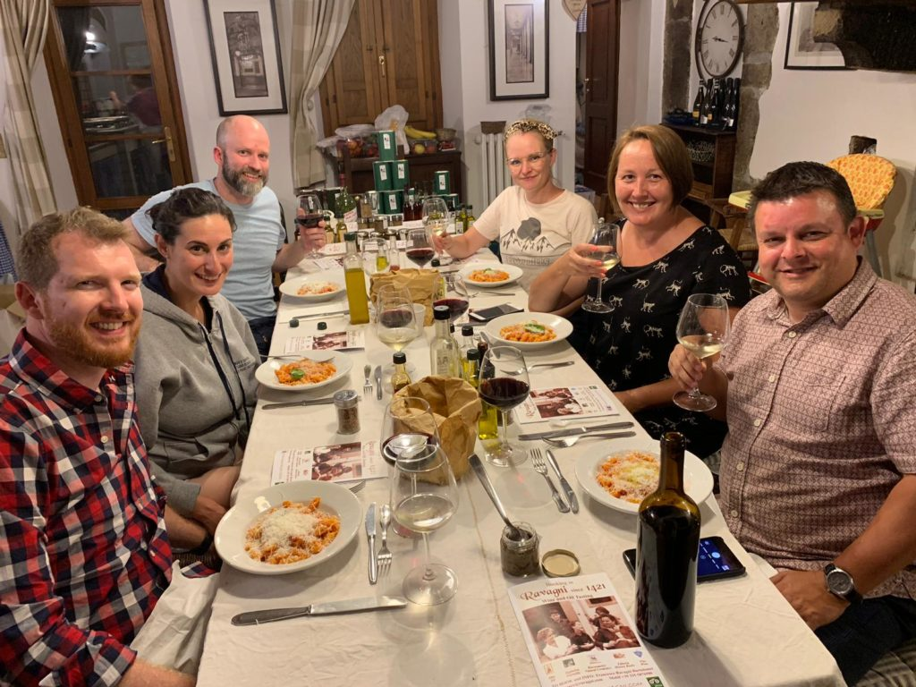 Tuscany: ravagni: everyone around the table 3