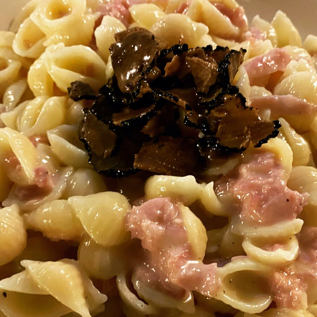 Pasta with ham, cheese and truffle