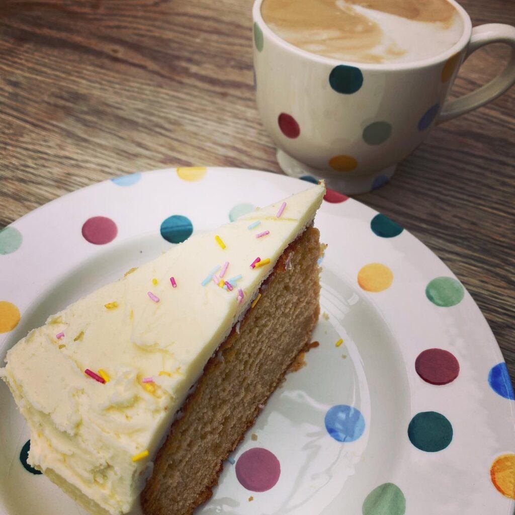 Vanilla cake and coffee